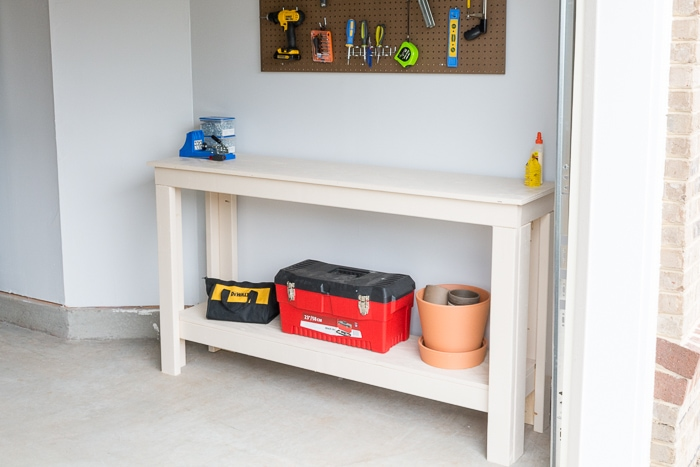 DIY two-level workbench plans #buildplans #diy #kregtool #pocketholes #woodworking