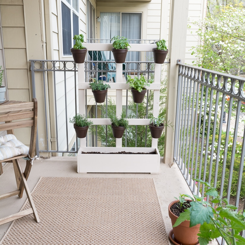 How to build a vertical balcony garden for Balcony vertical garden
