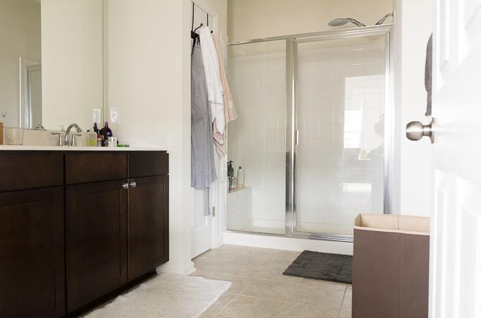 Builder Grade Beige Master Bathroom Makeover