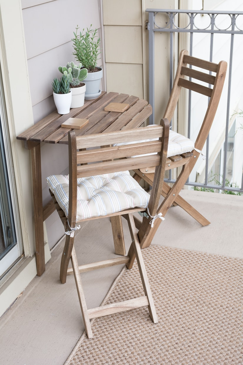 Apartment balcony table and chairs