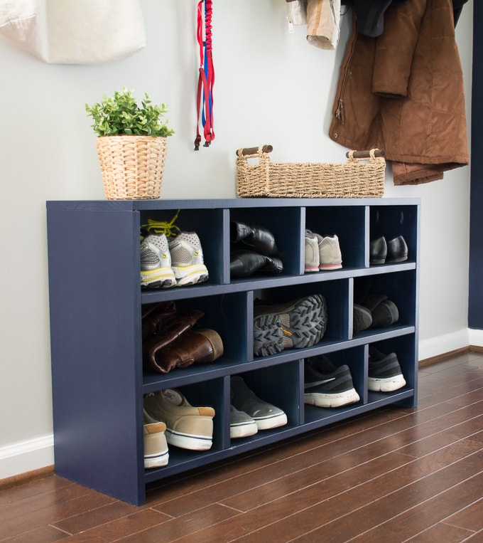 Learn how to build a shoe cubby--the perfect entryway project! #buildplans #diy #kregtool #pocketholes #woodworking
