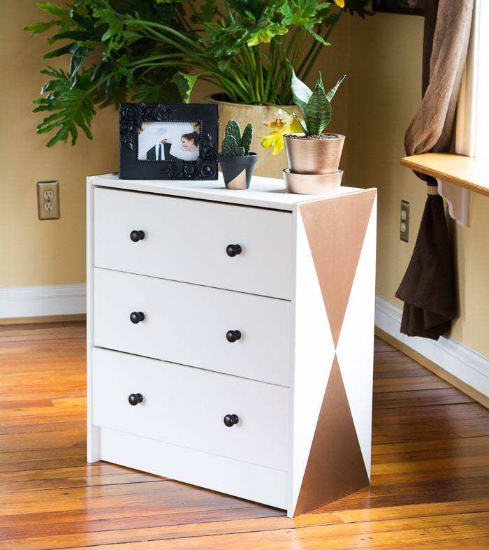 Yes, another Ikea Rast makeover! See how I used DecoArt paints to make this pine dresser a modern piece // Little geometric dresser Ikea Rast makeover
