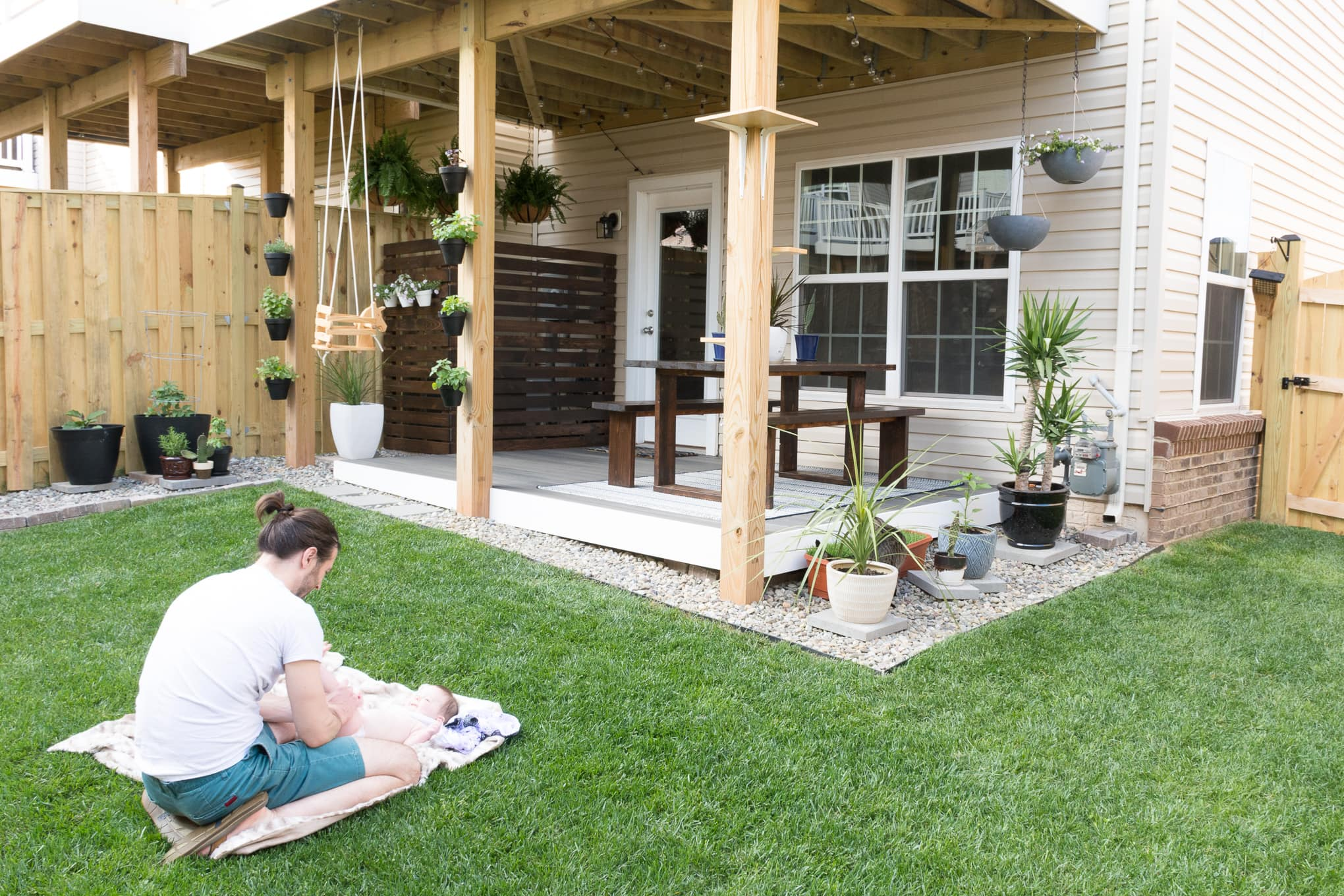 Modern design ideas for a small backyard