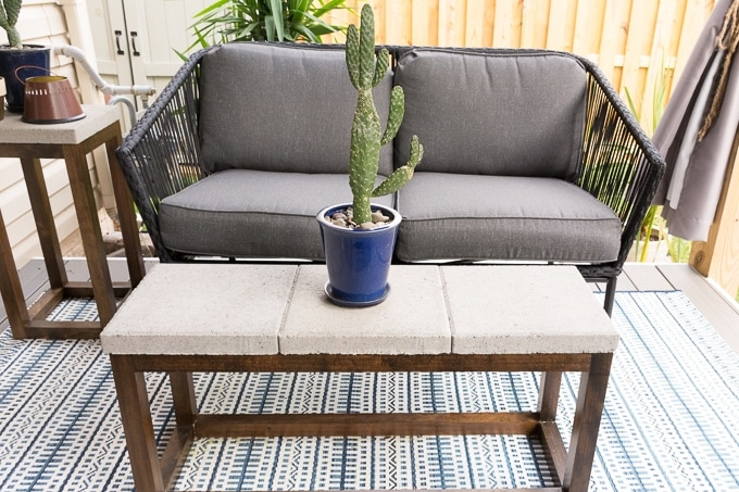 DIY concrete Paver Outdoor Coffee Table #diy #patio #woodworking #coffeetable