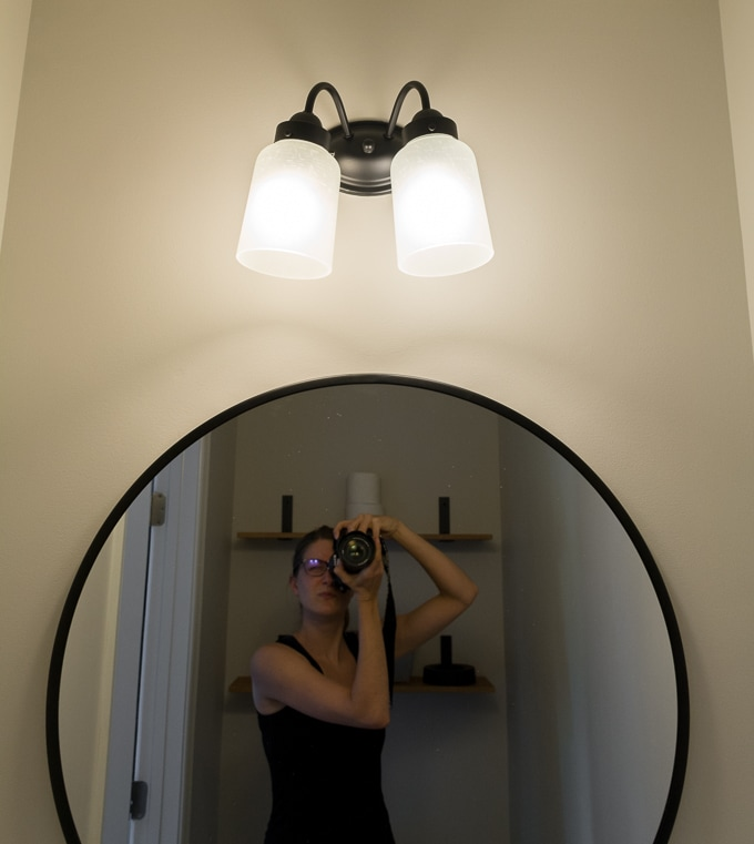 Updating a wall-mounted vanity light fixture for $16 // make over a cheap vanity light fixture