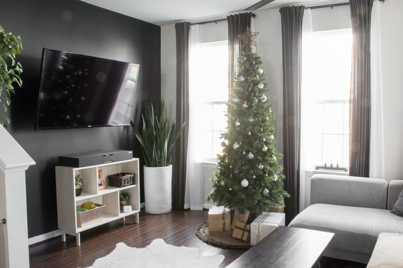Our simple, understated Christmas decor is clean and modern while still getting us in the festive holiday spirit #christmasdecor #holidaydecor #scandistyle #simplechristmasdecor #modernchristmasdecor #neutralchristmasdecor #neutralholidaydecor