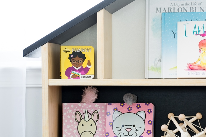 Free build plans to build this stunning DIY modern dollhouse bookcase/DIY dollhouse bookshelf. #diy #buildsomething #dollhouse #dollhousebookcase #diydollhousebookcase #kidsdecor #buildplans #diydollhousebookshelf