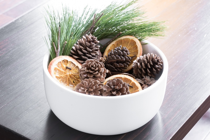 How to Make Potpourri With Pine Cones
