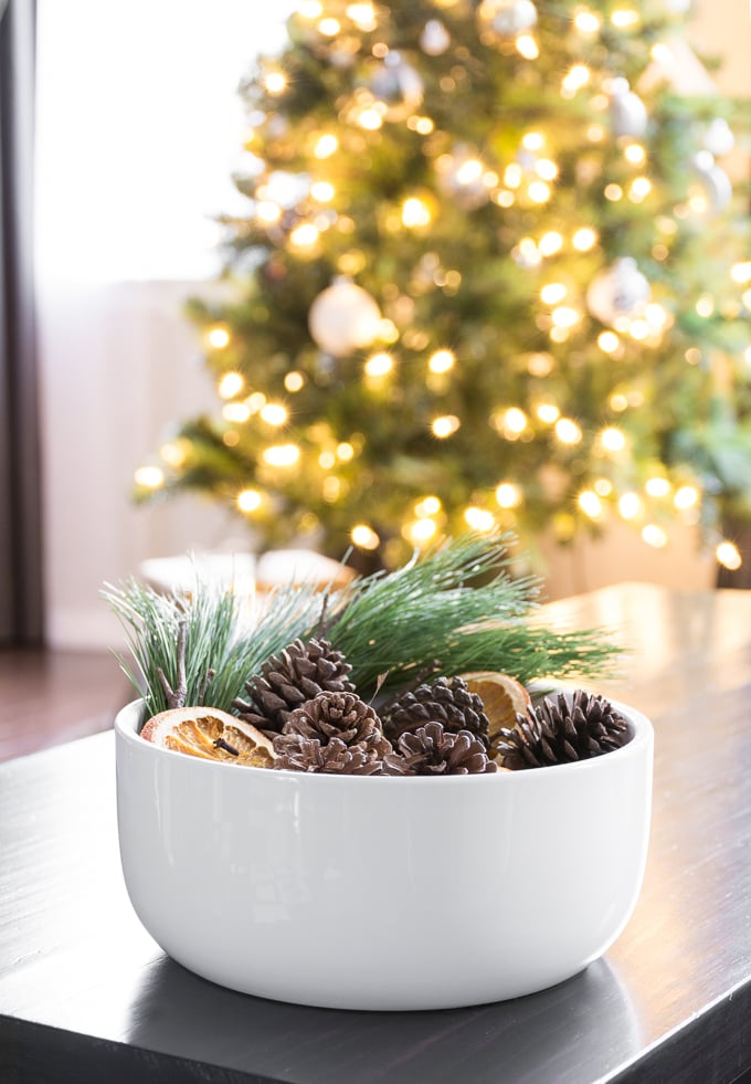 Natural Christmas Decorations DIY pinecone potpourri