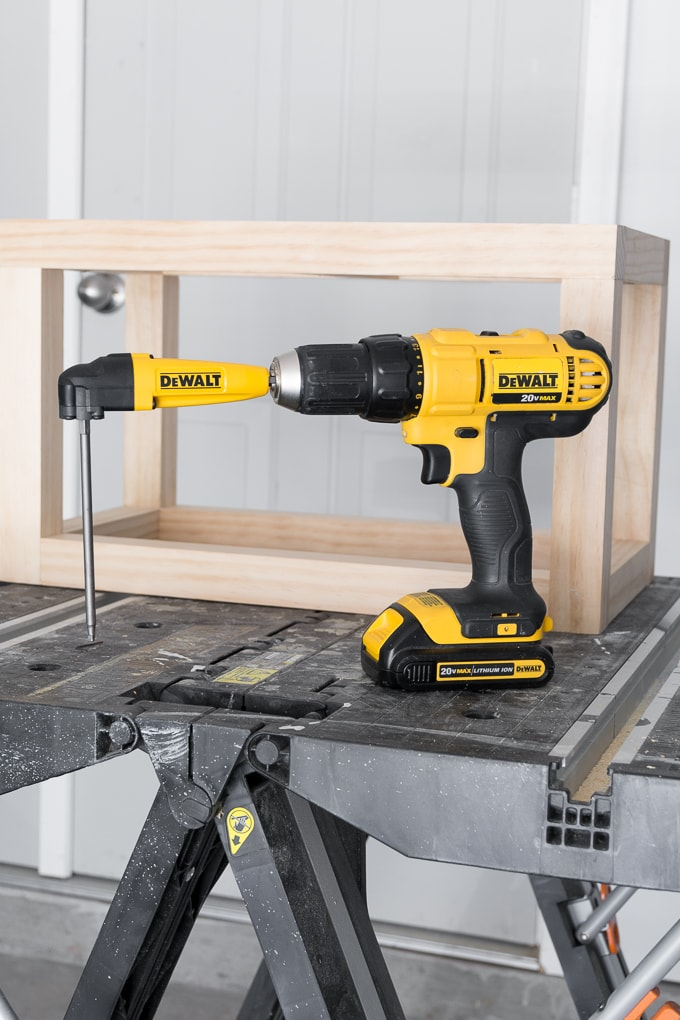 Right angle drill attachment to reach pocket holes in tight spaces
