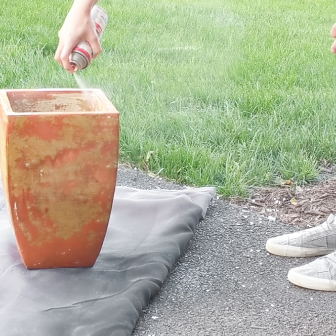 How to remove paint from clay pots See how I quickly and easily removed paint from a large outdoor terracotta pot without using paint stripper.