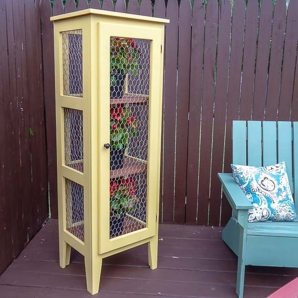 How to Make an Outdoor Plant Stand (Free Plans!)