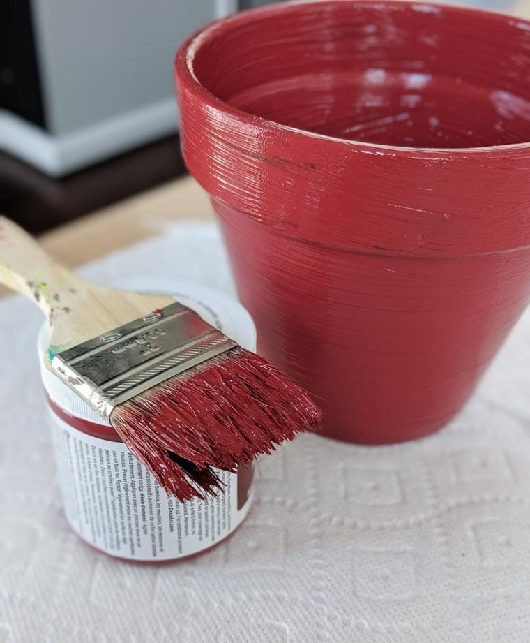 painting a terracotta pot red