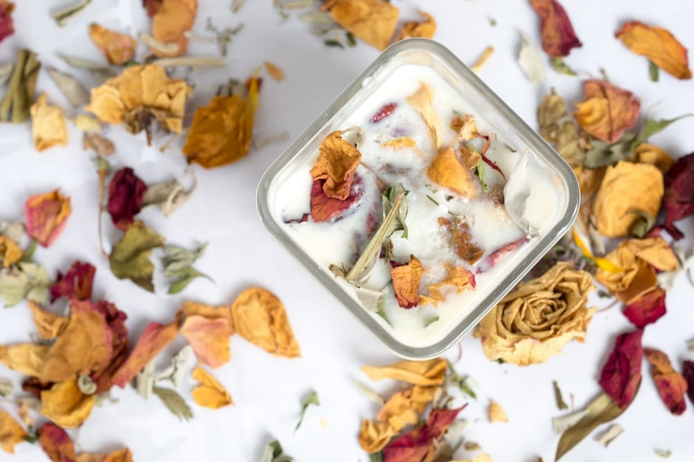 DIY soy candle with dried flowers