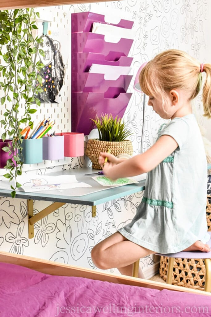 DIY floating desk for kids spaces