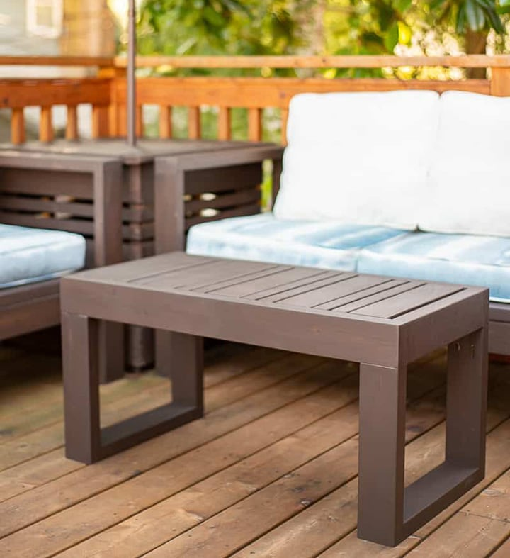 easy DIY outdoor coffee table