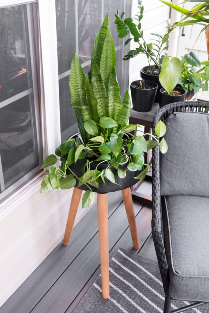 How to Use an Indoor Planter Outdoors