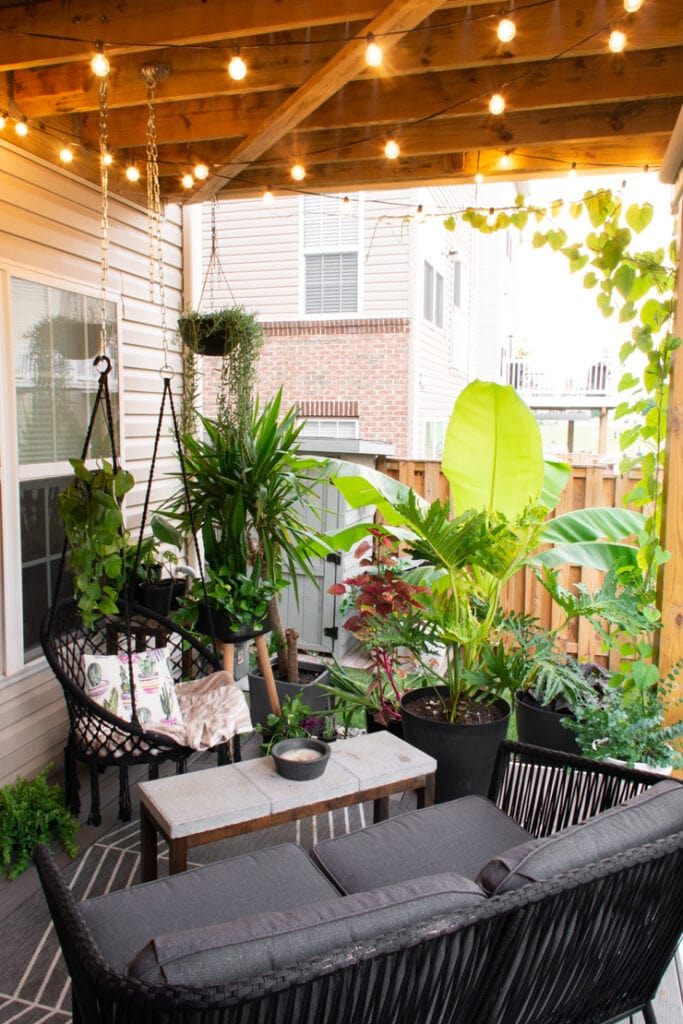 beautiful small outdoor patio space