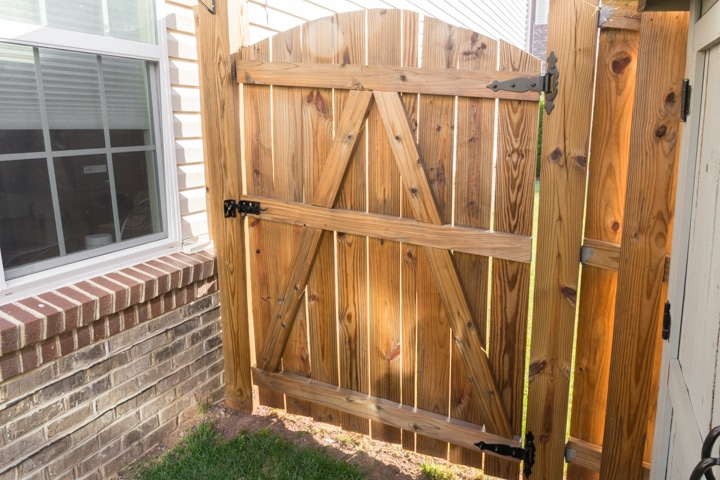 staining a fence with ready seal in natural/light oak