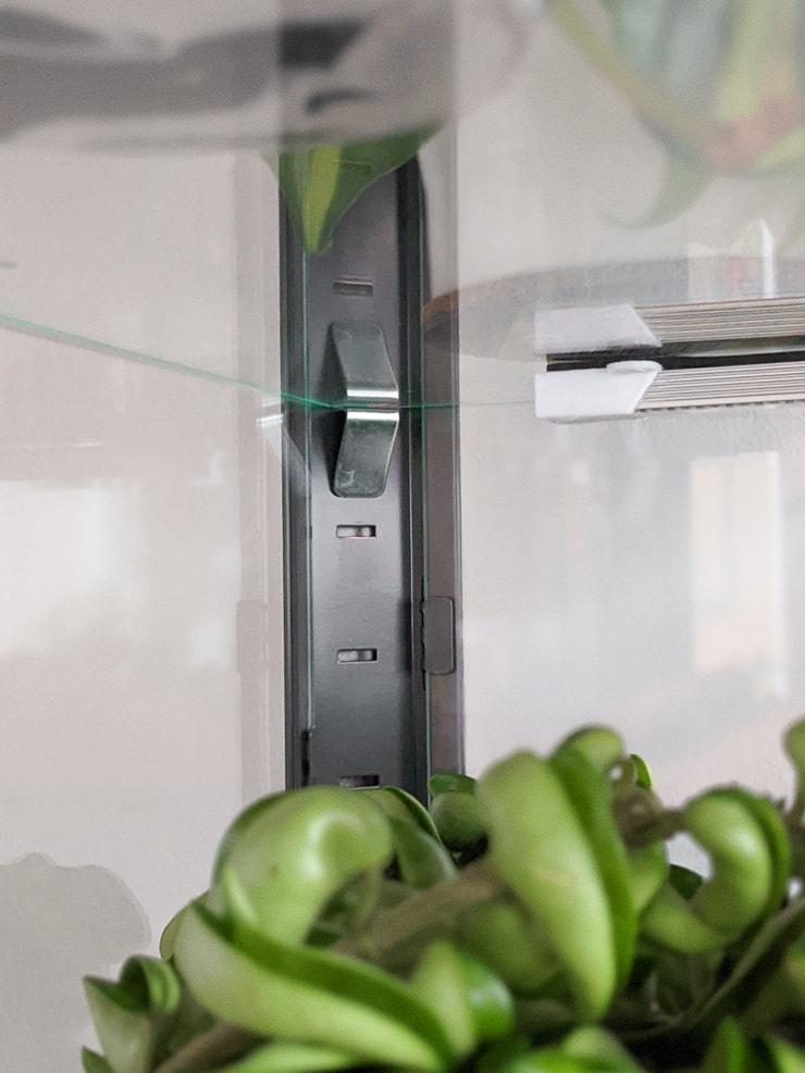 adjustable shelves in the fabrikor cabinet