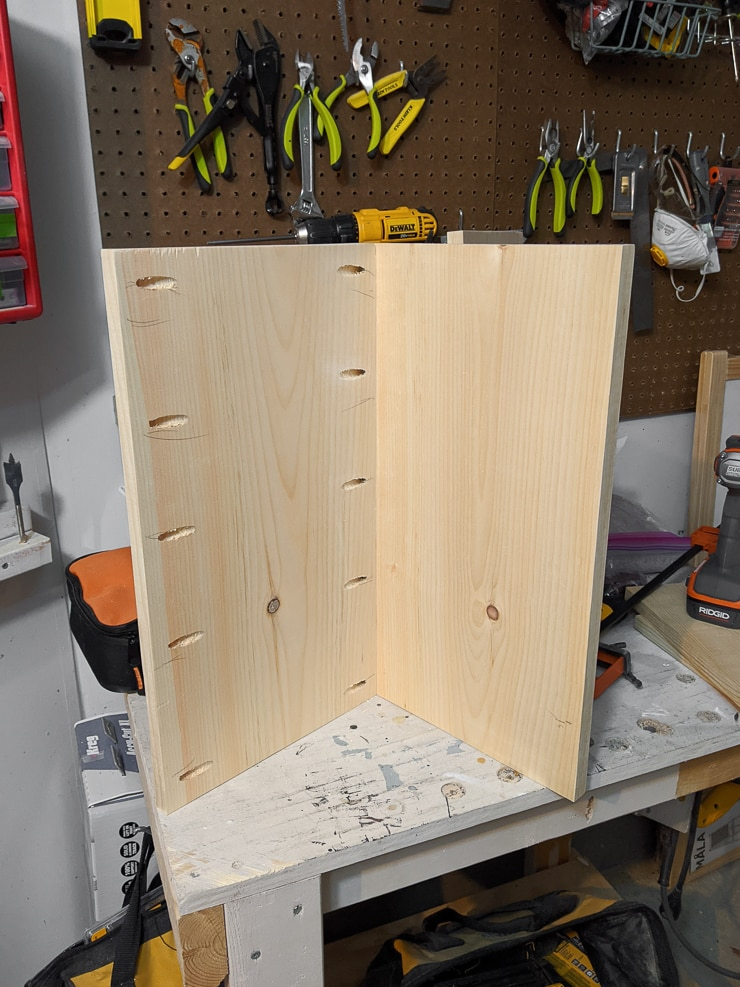 constructing the chair using pocket hole joinery