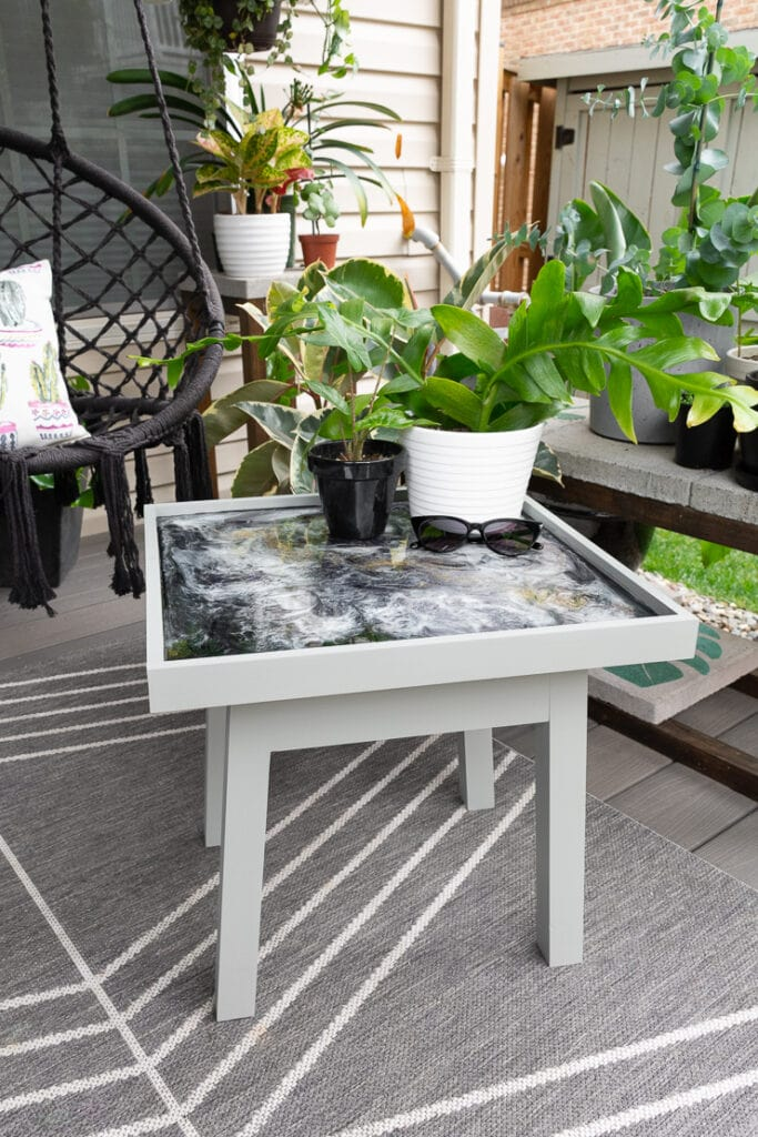 Small outdoor side table plans with an epoxy resin glitter table top in a gorgeous back patio space